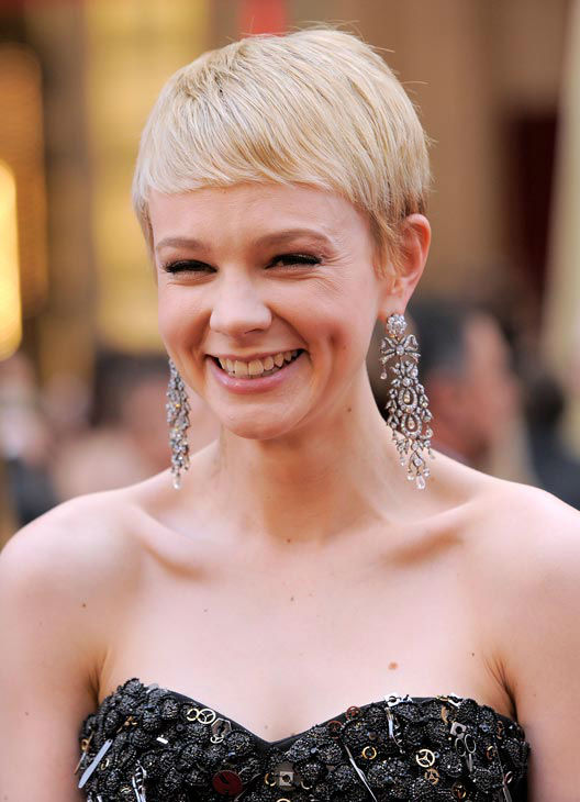Carrie Mulligan arrives at the 82nd Academy Awards Sunday,  March 7, 2010, in the Hollywood section of Los Angeles.