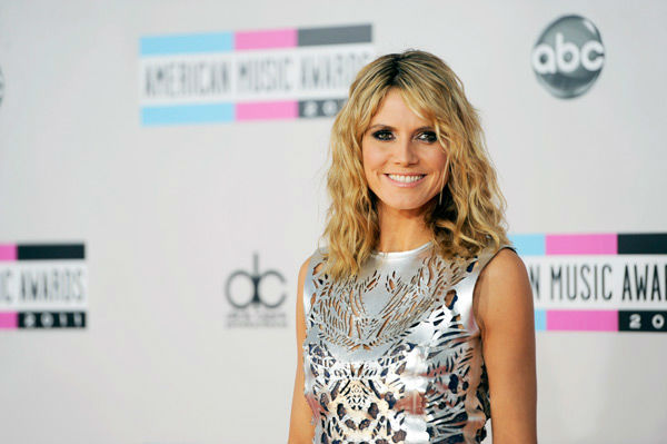 "<div class=""meta ""><span class=""caption-text "">Heidi Klum arrives at the 39th Annual American Music Awards on Sunday, Nov. 20, 2011 in Los Angeles. (AP Photo/ Chris Pizzello)</span></div>"