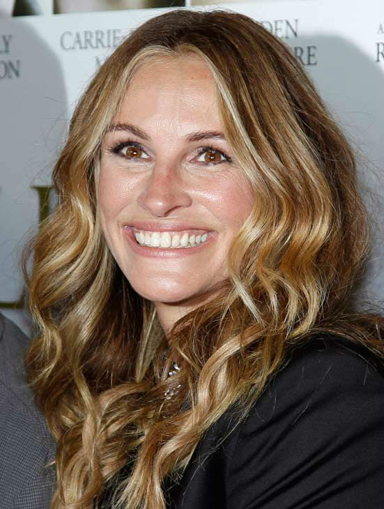 "<div class=""meta ""><span class=""caption-text "">Cast member Julia Roberts arrives at the premiere of 'Fireflies in the Garden' in Los Angeles, Wednesday, Oct. 12, 2011.  (AP Photo/ Matt Sayles)</span></div>"