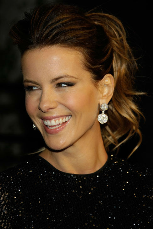 Kate Beckinsale arrives at the Vanity Fair Oscar Party at the Sunset Tower in Los Angeles, Calif., Sunday, Feb. 27, 2011. <span class=meta>(AP Photo&#47; Carlo Allegri)</span>