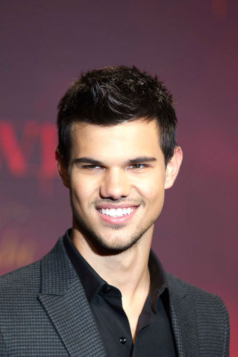 US actor Taylor Lautner arrives for a film premiere of &#39;Twilight Breaking Dawn Part 1&#39; in Berlin, Friday, Nov. 18, 2011. <span class=meta>(AP Photo&#47; Markus Schreiber)</span>