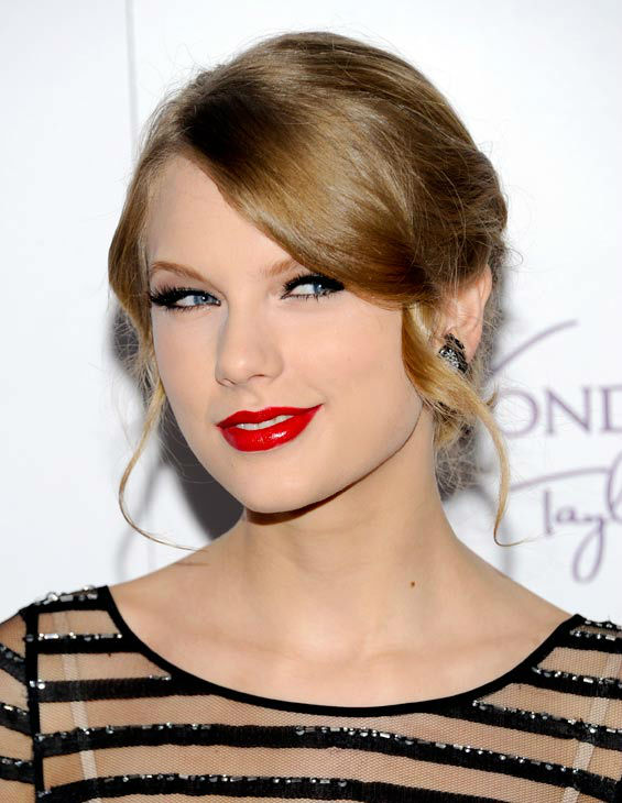 American country singer Taylor Swift launches her debut fragrance, &#39;Wonderstruck&#39;, at Macy&#39;s Herald Square on Thursday, Oct. 13, 2011 in New York.  <span class=meta>(AP Photo&#47; Evan Agostini)</span>