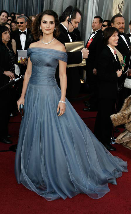 Pen&#233;lope Cruz arrives before the 84th Academy Awards on Sunday, Feb. 26, 2012, in the Hollywood section of Los Angeles. The actress wore an off-the-shoulder slate blue Armani Prive gown. <span class=meta>(AP Photo&#47; Matt Sayles)</span>