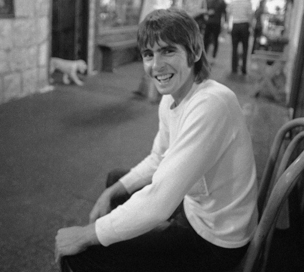 David Jones, leader singer of The Monkees, is seen in a new Hollywood marketplace 'The Street' in Los Angeles on August 5, 1970, which he originated to help young craftsmen display and sell their products.