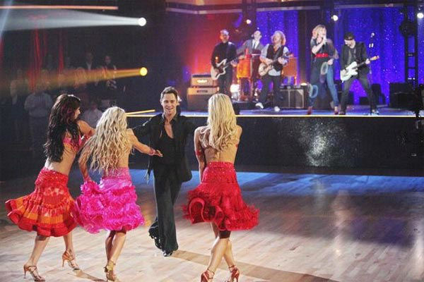 "<div class=""meta image-caption""><div class=""origin-logo origin-image ""><span></span></div><span class=""caption-text"">Country duo Sugarland performed 'Find the Beat Again' accompanied by four members of this season's Dance Troupe on 'Dancing With The Stars: The Result Show' on Tuesday, March 27, 2012. (ABC Photo/ Adam Taylor)</span></div>"