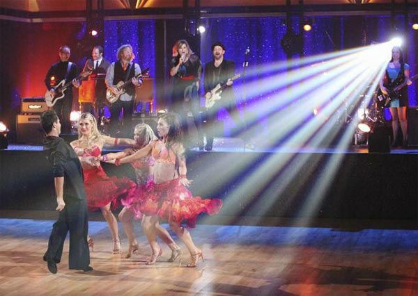 Country duo Sugarland performed 'Find the Beat Again' accompanied by four members of this season's Dance Troupe on 'Dancing With The Stars: The Result Show' on Tuesday, March 27, 2012.