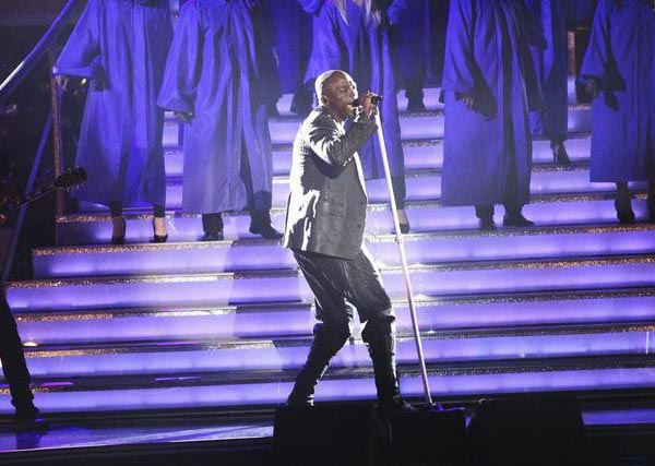 "<div class=""meta ""><span class=""caption-text "">Seal returned to the ballroom to perform 'Lean On Me' from his latest album 'Soul 2' on 'Dancing With The Stars: The Results Show' on Tuesday, April 3, 2012. His performance was accompanied by four members of the Troupe. (ABC Photo)</span></div>"