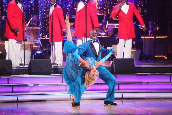 "<div class=""meta image-caption""><div class=""origin-logo origin-image ""><span></span></div><span class=""caption-text"">Football star Donald Driver and his partner Peta Murgatroyd received 27 out of 30 points from the judges for their Fox Trot to The Temptations' 'The Way You Do the Things You Do' on week six of 'Dancing With The Stars,' which aired on Monday, April 23, 2012. (ABC Photo/ Adam Taylor)</span></div>"