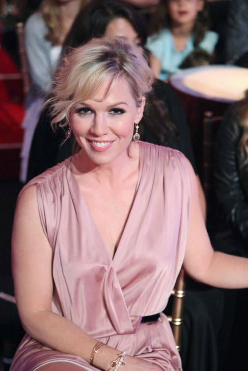 Jennie Garth appears in the audience on &#39;Dancing With The Stars: The Results Show&#39; on Tuesday, April 24, 2012. <span class=meta>(ABC Photo&#47; Adam Taylor)</span>