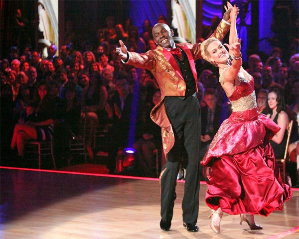 Football star Donald Driver and his partner Peta Murgatroyd received 27 out of 30 points from the judges for their Viennese Waltz on week 7 of &#39;Dancing With The Stars,&#39; which aired on Monday, April 30, 2012. <span class=meta>(ABC Photo&#47; Adam Taylor)</span>