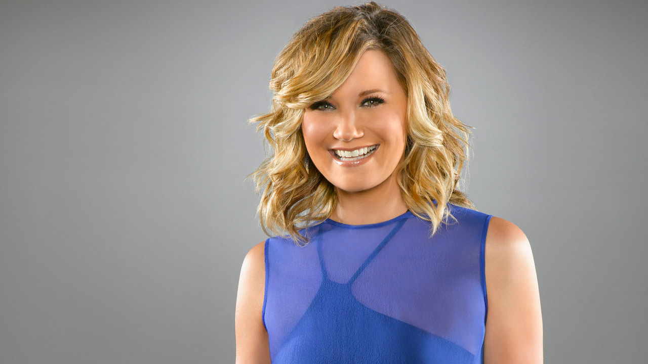 Jennifer Nettles appears in a promotional photo for the ABC series 'Duets' in May 2012.