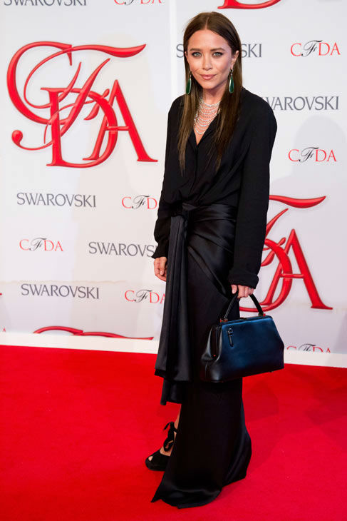 "<div class=""meta ""><span class=""caption-text "">Mary Kate Olsen arrives at the CFDA Fashion Awards on Monday, June 4, 2012 in New York.  (Photo/Charles Sykes)</span></div>"