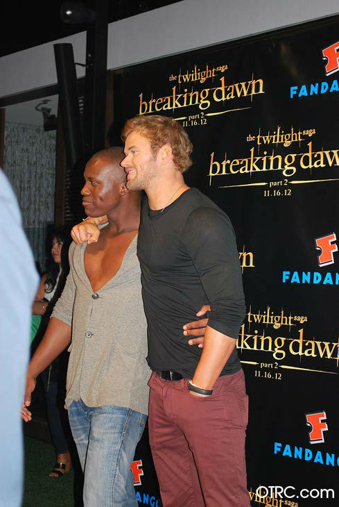 &#39;Twilight&#39; actors Kellan Lutz and Amadou Ly appear in a photo at San Diego Comic-Con on Wednesday, July 11, 2012. <span class=meta>(OTRC Photo)</span>