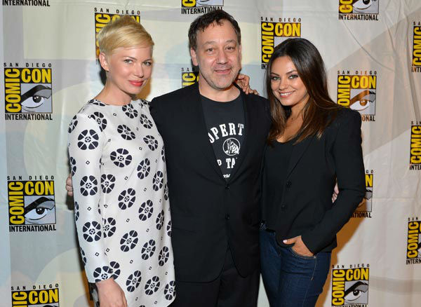 Michelle Williams, director Sam Raimi and Mila Kunis of &#39;Oz: the Great and Powerful,&#39; appear in a photo at San Diego Comic-Con on Thursday, July 12, 2012. <span class=meta>(WireImage Photo&#47;Alberto E. Rodriguez)</span>