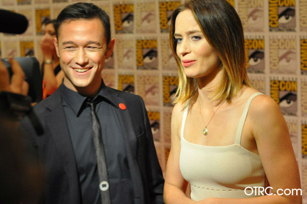 "<div class=""meta ""><span class=""caption-text "">Joseph Gordon-Levitt and Emily Blunt of 'Looper' appear in a photo at San Diego Comic-Con on Friday, July 13, 2012. (OTRC Photo)</span></div>"