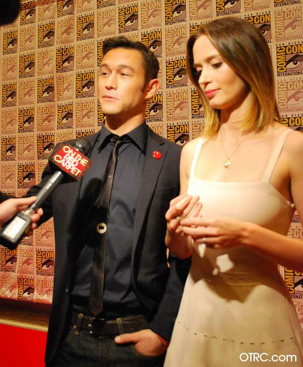 "<div class=""meta image-caption""><div class=""origin-logo origin-image ""><span></span></div><span class=""caption-text"">Joseph Gordon-Levitt and Emily Blunt of 'Looper' appear in a photo at San Diego Comic-Con on Friday, July 13, 2012. (OTRC Photo)</span></div>"