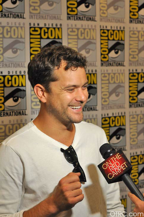 Joshua Jackson of &#39;Fringe&#39; appears in a photo at San Diego Comic-Con on Sunday, July 15, 2012. <span class=meta>(OTRC Photo)</span>