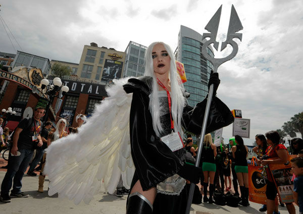 "<div class=""meta ""><span class=""caption-text "">Fan Elizabeth Brinkley poses for photographers on the second day of Comic-Con convention held at the San Diego Convention Center on Friday July 13, 2012, in San Diego. (AP Photo/ Denis Poroy)</span></div>"