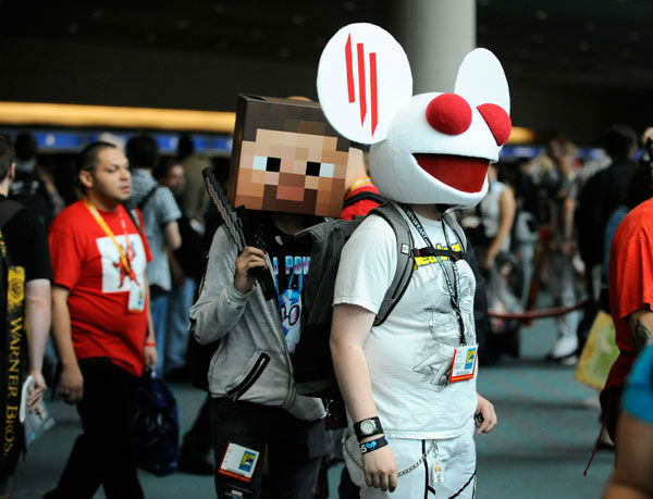 "<div class=""meta ""><span class=""caption-text "">Costumed characters on the first day of the Comic-Con convention held at the San Diego Convention Center on Thursday July 12, 2012, in San Diego.  (AP Photo/ Denis Poroy)</span></div>"