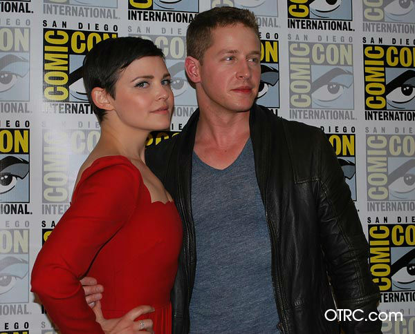 &#39;Once Upon a Time&#39; stars Josh Dallas and Ginnifer Goodwin appear in a photo at San Diego Comic-Con on Saturday, July 14, 2012. <span class=meta>(OTRC Photo)</span>