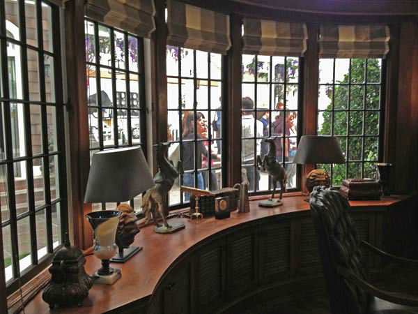 "<div class=""meta ""><span class=""caption-text "">Pictured is a desk inside Grayson Manor from the set of the ABC drama series 'Revenge.' The photo was taken on July 26, 2012, during a set visit by members of the Television Critics Association. Season 2 premieres on September 30 at a new time slot - moving from Wednesdays to Sundays at 9 p.m.  (OTRC / ABC)</span></div>"