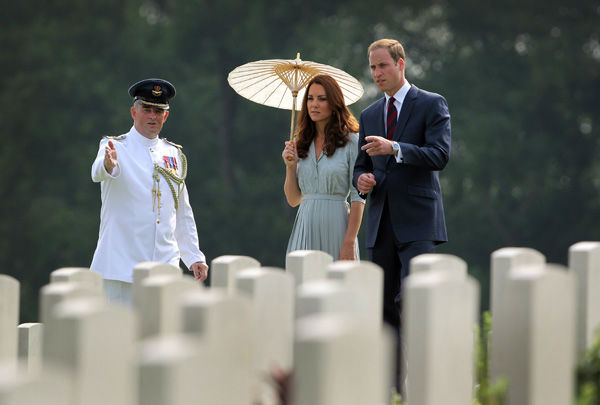 Britain&#39;s Prince William, right, and his wife Kate, center, the Duke and the Duchess of Cambridge pay their respects to war dead of both WWI and WWII at the Kranji Commonwealth War Memorial on Thursday Sept. 13, 2012 in Singapore.Middleton wore a Jenny Packham bespoke eucalyptus silk crepe shirt dress with a French lace bodice. <span class=meta>(AP Photo&#47; Wong Maye-E)</span>