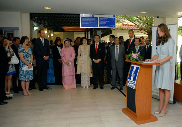 "<div class=""meta ""><span class=""caption-text "">In this photo released by Malaysia's Information Department, Britain's Kate, right, the Duchess of Cambridge, delivers a speech at Hospis Malaysia in Kuala Lumpur, Malaysia, Thursday, Sept. 13, 2012. Prince William and his wife Kate are in Malaysia for a three-day visit as part of a tour to mark Queen Elizabeth II's Diamond Jubilee. Middleton wore a Jenny Packham bespoke eucalyptus silk crepe shirt dress with a French lace bodice. (AP Photo/ Uncredited)</span></div>"