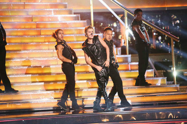 Justin Bieber performed on 'Dancing With The Stars: The Results Show' on Tuesday, September 25, 2012. He sang his second single