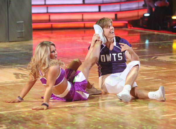 Olympic gymnast Shawn Johnson and her partner Derek Hough appears in a photo from their group Freestyle group dance on October 22, 2012. <span class=meta>(ABC Photo&#47; Adam Taylor)</span>