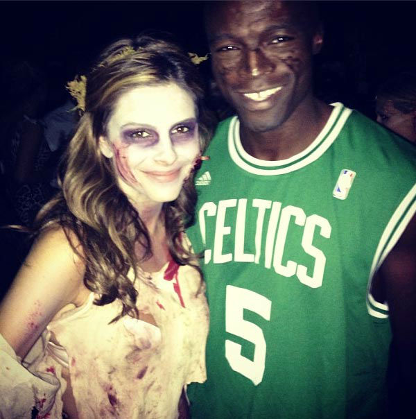 Maria Menounos and Seal appear in a photo posted on Menouno