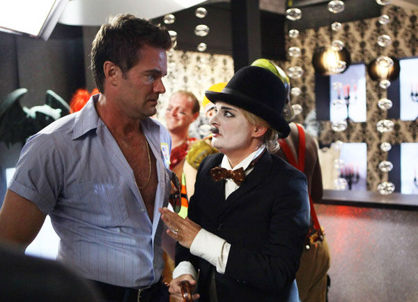 "<div class=""meta ""><span class=""caption-text "">Garret Dillahunt and Martha Plimpton appear in a still from 'Raising Hope' airing Tuesday, Oct. 30 at 8-8:30 p.m. ET/PT on FOX. (Patrick Wymore / FOX)</span></div>"
