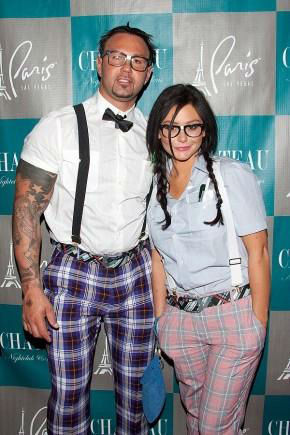 Jenni 'JWoww' Farley and her fiance Roger Mathews appears in a photo posted on her official Twitter page on October 28, 2012.