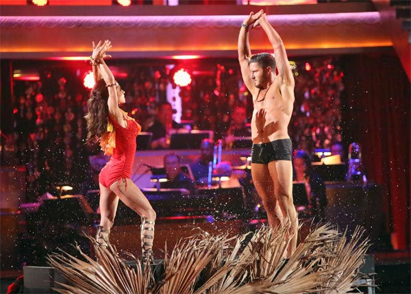 "<div class=""meta ""><span class=""caption-text "">'General Hospital' actress Kelly Monaco and her partner Valentin Chmerkovskiy received 25.5 out of 30 points from the judges for their 'Surfer' Flamenco on 'Dancing With The Stars: All-Stars' on Monday, Nov. 19, 2012. (ABC Photo / Adam Taylor)</span></div>"