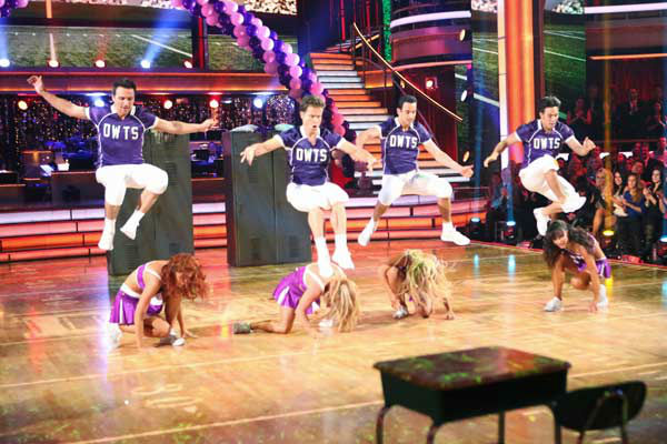 "<div class=""meta ""><span class=""caption-text "">Cast members performed the 'Call Me Maybe' group dance from earlier this season for the 'Dancing With The Stars: All-Stars' finale on November 27, 2012. (ABC Photo/ Adam Taylor)</span></div>"