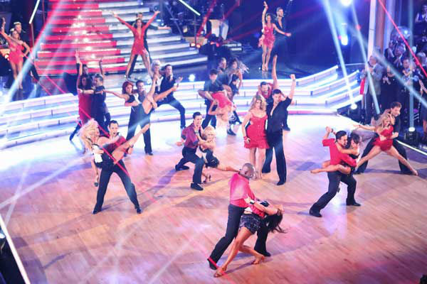 The cast of season 15 returned to the ballroom for the &#39;Dancing With The Stars: All-Stars&#39; finale on November 27, 2012. <span class=meta>(ABC Photo&#47; Adam Taylor)</span>