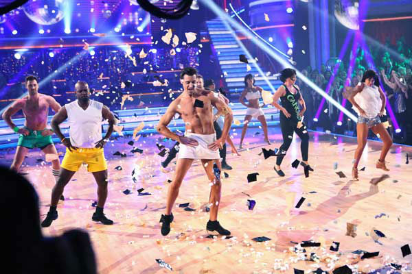 "<div class=""meta image-caption""><div class=""origin-logo origin-image ""><span></span></div><span class=""caption-text"">Cast members performed the 'Gangnam Style' group dance from earlier this season for the 'Dancing With The Stars: All-Stars' finale on November 27, 2012. (ABC Photo/ Adam Taylor)</span></div>"