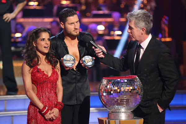 'General Hospital' actress Kelly Monaco and her partner Valentin Chmerkovskiy picked their 'Instant Dance' style and music on the 'Dancing With The Stars: All-Stars' finale on November 27, 2012.