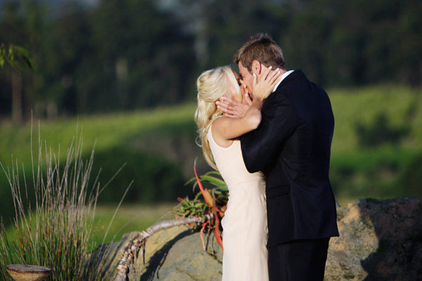 Brad Womack kisses Emily Maynard on the season...
