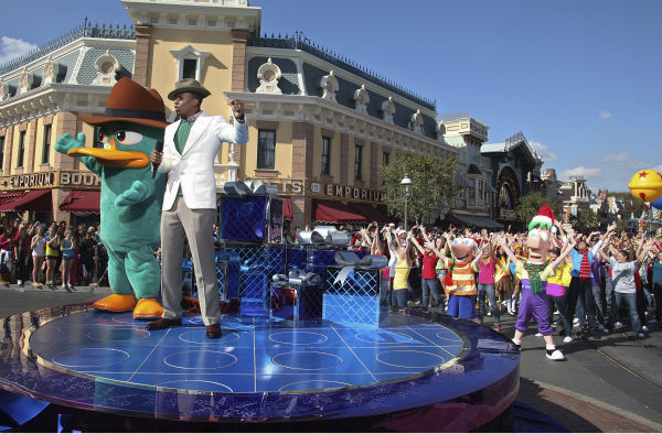 "<div class=""meta ""><span class=""caption-text "">Nick Cannon is joined by Disney Channel characters Phineas and Ferb during the taping of the 2011 Disney Parks Christmas Day Parade at Disneyland in Anaheim, California, on Nov. 5, 2011. The show airs Christmas Day, at various times across the country, on ABC.  (Disneyland / Paul Hiffmeyer)</span></div>"