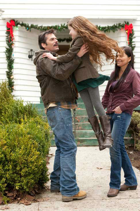 Billy Burke, Mackenzie Foy and Alex Rice appear in a scene from the 2012 movie 'Twiligh