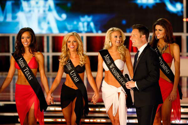 Miss Texas, Danae Couch, Miss Utah, Kara Arnold, Miss Washington, Mandy Schendel, Chris Harrison, Miss Wyoming, Lexie Madden, appear in the swimsuit competition of &#39;The 2013 Miss America Pageant&#39; telecast live from the Planet Hollywood Resort and Casino in Las Vegas on Saturday, January 12, 2013. <span class=meta>(ABC Photo&#47; Craig Sjodin)</span>