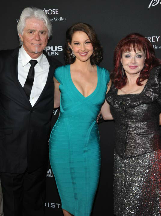 Ashley Judd and her parents, including mother Naomi Judd, pose at the LA premiere of &#39;Olympus Has Fallen&#39; at the ArcLight Theatre on Monday, March 18, 2013 in Los Angeles. <span class=meta>(Photo&#47;John Shearer)</span>
