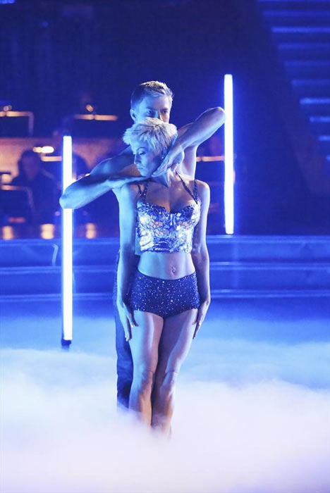 "<div class=""meta ""><span class=""caption-text "">Singer and former 'American Idol' contestant Kellie Pickler and her partner Derek Hough received 26 out of 30 points from the judges for their Jazz routine on week 2 of 'Dancing With The Stars,' which aired on March 25, 2013. They received a total of 47 out of 60 points for the past two weeks of performances.  (ABC Photo / Adam Taylor)</span></div>"