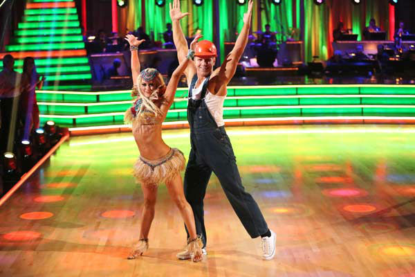 "<div class=""meta image-caption""><div class=""origin-logo origin-image ""><span></span></div><span class=""caption-text"">Former 'Bachelor' star Sean Lowe and his partner Peta Murgatroyd perform an encore of their Cha Cha Cha on 'Dancing With The Stars: The Results Show' on April 2, 2013. The pair received 21 out of 30 points from the judges for their Cha Cha Cha on week three of 'Dancing With The Stars,' which aired on April 1, 2013. (ABC Photo/ Adam Taylor)</span></div>"