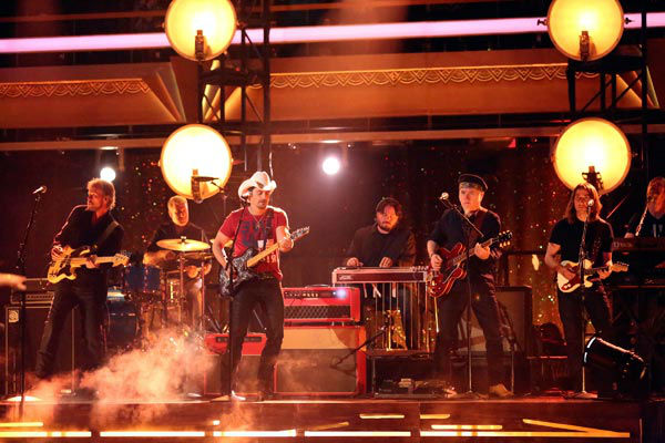 Brad Paisley performed his recent No. 1 single ' Southern Comfort Zone' on 'Dancing With The Stars: The Results Show' on April 9, 2013.
