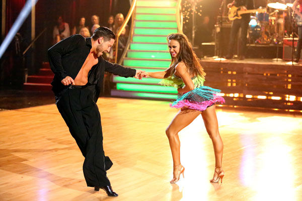 Brad Paisley performed his recent No. 1 single ' Southern Comfort Zone' on 'Dancing With The Stars: The Results Show' on April 9, 2013. Pros Valentin Chmerkovskiy and Karina Smirnoff accompanied the performance.