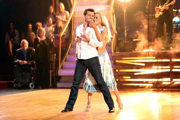 "<div class=""meta ""><span class=""caption-text "">Brad Paisley performed his recent No. 1 single 'Southern Comfort Zone' on 'Dancing With The Stars: The Results Show' on April 9, 2013. Pros Tony Dovolani and Peta Murgatroyd accompanied the performance. (ABC Photo/ Adam Taylor)</span></div>"