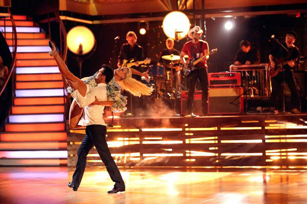 Brad Paisley performed his recent No. 1 single &#39;Southern Comfort Zone&#39; on &#39;Dancing With The Stars: The Results Show&#39; on April 9, 2013.  <span class=meta>(ABC Photo&#47; Adam Taylor)</span>