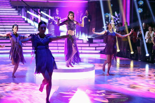 "<div class=""meta ""><span class=""caption-text "">Selena Gomez performs her new single 'Come & Get It' on 'Dancing With The Stars: The Results Show' on April 16, 2013. (ABC/Adam Taylor)</span></div>"