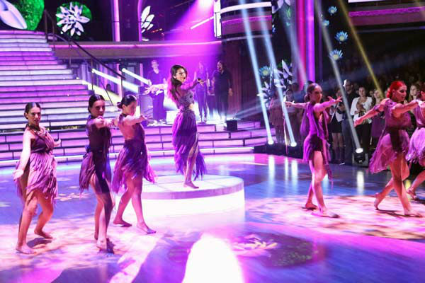 Selena Gomez performs her new single &#39;Come &#38; Get It&#39; on &#39;Dancing With The Stars: The Results Show&#39; on April 16, 2013. <span class=meta>(ABC&#47;Adam Taylor)</span>